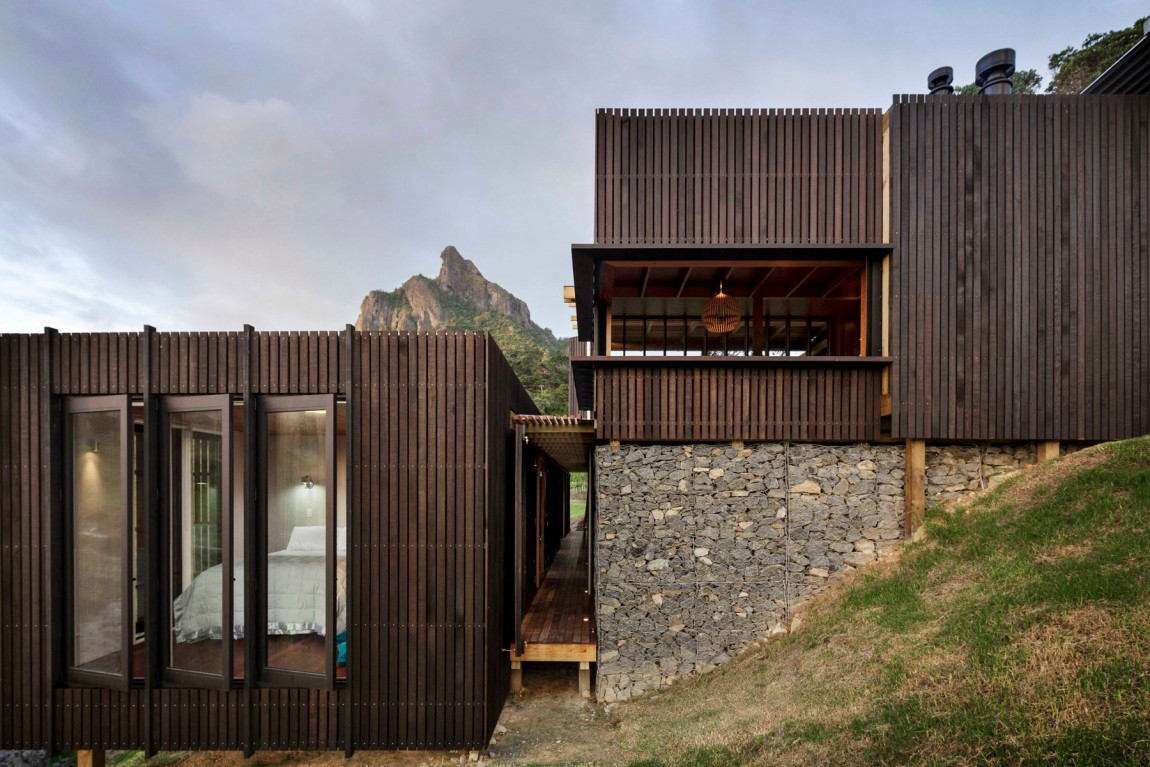 Captivating views and blunt material make for stunning new zealand architecture